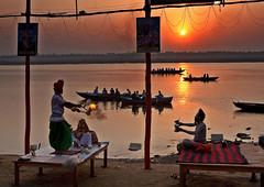 Hindu Ceremony at sunrise, Ganges River, Varanasi (klauslang99) Tags: klauslang travel photography religion hindu hinduism ceremony sadhu sadhus ganges river varanasi india sunrise landscape