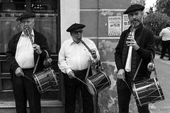 txistularis (Samarrakaton) Tags: samarrakaton byn bw monocromo nikon d750 2470 2019 bilbao bilbo gente people street callejera urbana urban txistularis musica fiesta blancoynegro blackandwhite