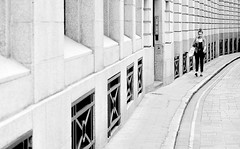 Perfect Curve (jaykay72.) Tags: london uk street candid streetphotography ironmongerslane stphotographia blackandwhite bw