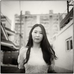 ((Jt)) Tags: filmphotography everydayasia rolleiflex 35 rolleiflext mediumformatfilm jtinseoul portrait koreangirl korea streetphotography documentaryphotography shootfilm filmisnotdead ilfordhp5