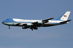 """29000 """"Air Force One""""   USAF Boeing 747-200 (VC-25A)   London Stansted Airport EGSS/STN   03/06/19 (MichaelLeung213) Tags: air force one presidential aircraft 29000 boeing 747200 usaf united states vc25 742 vc25a af1 stansted state visit vvip vip landing inbound america plane american stn egss london spotting spotato photography"""