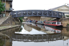Framed by the bridge (Halliwell_Michael ## Offline mostlyl ##) Tags: brighouse westyorkshire brighouse1940swe brighouse1940sweekend nikond40x 2019 towpath calderhebblecanal narrowboats canalbasin reflection reflections bridges bridge landscapes water reflectionslovers