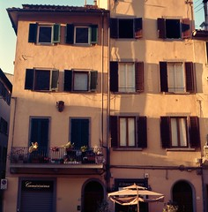 Tramonto fiorentino. (michele.palombi) Tags: kodakektar100 rolleicord medioformato analogic 6x6 tuscany dettagli piazzasantacroce sunset florence