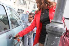 (Zioluc) Tags: street torino portapalazzo door red urban girl car open mother turin luciobeltrami