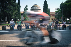 Giro d'Italia 2019 (Roberto Spagnoli) Tags: verona cycling bicicletta ciclismo bicycle sport fotografiadistrada streetphotography people passion street fans tifo blur mosso italy giro speed velocità