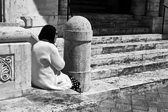 waiting (paulopar.rodrigues) Tags: local coppedé architecture arquitectura art arte bairro cidade city exterior italia roma neighbourhood street urban rua peoplepessoas people pessoas photofoto bw captureone fuji xt1