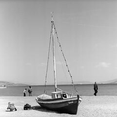 ... (johnny walker no label) Tags: bw streetphotography people seascapes mediumformat mamiyac220 film120 ilforddelta400