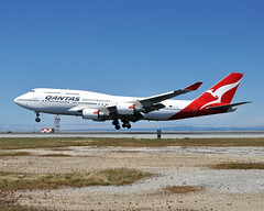 VH-OEB (Rich Snyder--Jetarazzi Photography) Tags: qantas qfa qf boeing 747 747400 74748e b747 b744 vhoeb landing flaring arriving arrival sanfranciscointernationalairport sfo ksfo millbrae california ca airplane airliner aircraft jet plane jetliner jumbojet airside