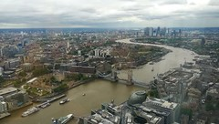 London again & again (L C L) Tags: london uk bankside theshard lcl reinounido londres támesis thames viajar travelling río river foggy nublado edificios rascacielos skycrapper buildings puentes bridges meandros 2019 loretocantero vista view puentedelatorre torredelondres orilla shoreline