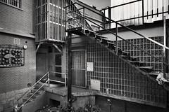 ESCALERA DE SUEÑOS ROTOS (a-r-g-u-s) Tags: olvido abandono escaleras metal stairs sueñosrotos corners rincones