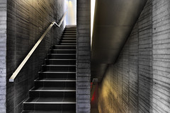 STAIRWAY TO HELL; STAIRWAY TO HEAVEN (a-r-g-u-s) Tags: escaleras stairs hormigon cemento barandilla rojo infierno