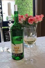 Riesling (2015, trockener Weißwein vom Weingut der Familie Heil in Kirchheim) (multipel_bleiben) Tags: essen zugastbeifreunden weiswein alkoholika flasche