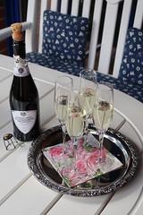 Prosecco zur Begrüßung (multipel_bleiben) Tags: essen zugastbeifreunden prosecco alkoholika flasche