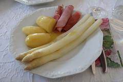 Spargel klassisch mit Butter, Frühkartoffeln und dreierlei Schinken (multipel_bleiben) Tags: essen zugastbeifreunden spargel gemüse kartoffeln butter schinken schweinefleisch