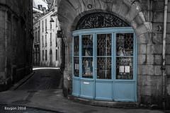 Closed on monday (ericbaygon) Tags: blue bleu street rue ruelle bordeaux france monochrome monday lundi closed fermé pavé old ancien