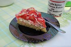 Erdbeerkuchen mit Mascarpone-Creme und Mandelboden (mein 1. Stück) (multipel_bleiben) Tags: essen kuchen torte obst erdbeeren zugastbeifreunden
