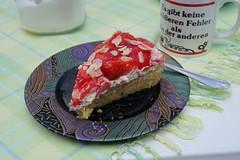 Erdbeerkuchen mit Mascarpone-Creme und Mandelboden (mein 2. Stück) (multipel_bleiben) Tags: essen kuchen torte obst erdbeeren zugastbeifreunden