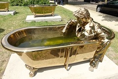 Jan Fabre - 7 bathtubs and the man who writes on water (JANKUIT) Tags: artzuid jan fabre 7 bathtubs man who writes water