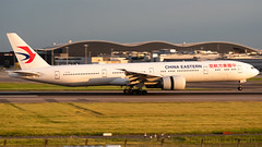 China Eastern Airlines Boeing 777-39P/ER B-2021 (StephenG88) Tags: londonheathrowairport heathrow lhr egll 27r 27l 9r 9l boeing airbus may20th2019 20519 myrtleavenue renaissanceheathrow chinaeastern chinaeasternairlines ces mu 777 77w 773 777300er 77739per b2021