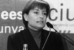 Consol Pla (CiU) durant la campanya de les eleccions municipals a Cerdanyola, 2003 (ArxiuTOT) Tags: cerdanyola cerdanyoladelvallès totcerdanyola consolplà ciu