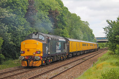 37423 at the rear of 1Q83 1413 Blackpool North - Derby RTC passing Bamber Bridge, 24/05/19. 37402 was leading the train. (chrisrowe37419) Tags: 37423 1q83 1413 blackpoolnorth derbyrtc 240519 bamberbridge