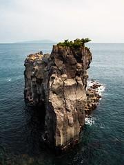 Rock in Izu, Japan (johnnyeatworld89) Tags: japan izu rock sea ocean cliff asia nature olympus mft microfourthirds micro43 landscape landschaft natur felsen klippe asien wondersofnature jogasaki shizuoka ito tokyo tokio 2019 spring april water blue seascape