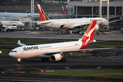 "Qantas VH-EBS ""Swan Valley"" (Howard_Pulling) Tags: qantas manila a330 a330200 swanvalley"