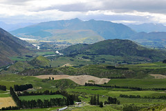Bucolic landscape (witajny) Tags: 2018 clouds cloudysky color lakewanaka landscapephotography lanscape newzealand otago phototour sky southisland travel wanaka lake river cluthariver otagonz mountainridge mountains mountain green crops perspective fieldafterharvesting field
