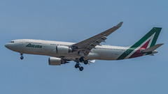 EI-EJJ (gankp) Tags: washingtondullesinternationalairport arrivals airbus a330202 rometowashingtondc eiejj alitalia
