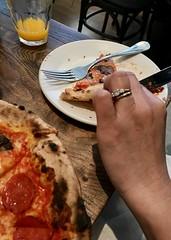 #Lunch with my #AsianGirl  #Friend , #SantanaRow #SanJose (Σταύρος) Tags: pizzaantica foodie yummy pepperonipizza pizza sliceofpizza lunch asiangirl friend santanarow sanjose kalifornien norcal cali californië kalifornia καλιφόρνια カリフォルニア州 캘리포니아 주 californie california northerncalifornia カリフォルニア 加州 калифорния แคลิฟอร์เนีย كاليفورنيا