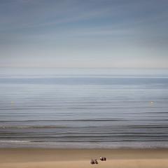 Entre-deux #2 (PhlippeC.) Tags: blue sky mer beach square sable bleu plage carré orange bike jaune vélo explore manche opale