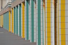 Berck-sur-mer (hervétherry) Tags: france hautsdefrance pasdecalais bercksurmer canon eos 7d efs 18200 architecture immeuble perspective couleur jaune vert berck