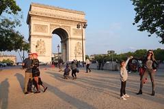 PARIS - ARC DE TRIOMPHE (Maikel L.) Tags: europa europe frankreich france francia paris urban city arcdetriomphe étoile triumphbogen people sunny capital hauptstadt architecture architektur