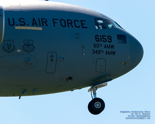 400mm Look at The Nose of A C-17 on Final