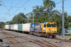 Still Original (Henry's Railway Gallery) Tags: brisbane queensland australia pn005 pnclass gt42cuace downeredi emd diesel pacificnational pnqueensland 82p9 narangba freighttrain containertrain