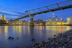 Sotto il ponte / Under the bridge (Millennium Bridge, London, United Kingdom) (AndreaPucci) Tags: london uk andreapucci thames night stpaulscathedral millenniumbridge cityoflondon lowtide
