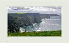 ESTAMPAS DE LA VERDE IRLANDA (Angelines3) Tags: acantilados mar martesdenubes nwn nubes moher irlanda colores cielo