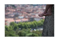 08 [titre pour Régis] (Armin Fuchs) Tags: arminfuchs würzburg lavillelaplusdangereuse anonymousvisitor thomaslistl wolfiwolf jazzinbaggies régis feet blur régisdesailly käppele woman