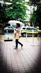 o tempo vai mudar (lucia yunes) Tags: diadechuva guardachuva temponublado tempodechuva chuva rainday rain umbrella streetlife streetphotography streetshot streetscene cenaderua cenaurbana fotografiaurbana fotografiaderua fotoderua luciayunes motoz3play