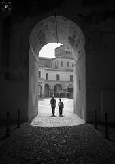 Piazza Castello (Sancho Fotografia) Tags: mantua mantova lombardia italia monumento historia arte arquitectura gonzaga palacio historiadelarte blancoynegro castillo renacimiento
