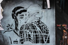 Raia_5757 boulevard du Général Jean Simon Paris 13 (meuh1246) Tags: streetart paris paris13 raia boulevarddugénéraljeansimon baiser couple