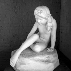 Trepidation (BenBuildsLego) Tags: brookgreen gardens south carolina sculpture escultura skulptur statue sony a6000 marble beautiful black white girl american pool nude classical neoclassical museum art artist artistic