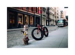Fat bike NYC (gerritdevinck) Tags: nyc ny nycstreets streetphotography streetshots streetstyle streetsofnyc manhattan vs travel travelphotography travelling fujifilm fujifilmseries fujifilmxseries fujifilmbelgium fujifilmphotography fujifillmx100t x100t xseries 35mmphotography 35mm lowermanhattan gerritdevinckfotografie gerritdevinck
