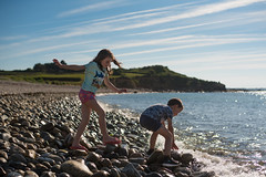 Kids on the beach (~ Jessy S ~) Tags: nikon d750 nikkor 50mm 18 beach plage holidays vacances famille family portrait human rocks sky soleil ciel sun bretagne kids children kid childrens enfants sea mer ocean water