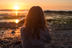 Sunset on the beach (~ Jessy S ~) Tags: nikon d750 nikkor 50mm 18 beach plage holidays vacances famille family portrait human rocks sky soleil ciel sun bretagne kids children kid childrens enfants sunset coucher light sunlight colorful colors sea mer ocean water