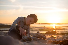 Child games (~ Jessy S ~) Tags: nikon d750 nikkor 50mm 18 beach plage holidays vacances famille family portrait human rocks sky soleil ciel sun bretagne kids children kid childrens enfants sunset coucher light sunlight colorful colors sea mer ocean water