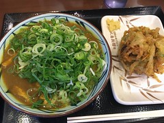 Curry Udon with a tempura from Marugame Seimen @ Roppongi (Fuyuhiko) Tags: curry udon with tempura from marugame seimen roppongi うどん カレー 丸亀製麺 六本木