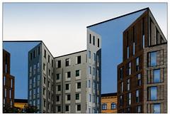 Fake (frodul) Tags: architektur ausenansicht fassade fenster gebäude gebäudekomplex gestaltung linie outdoor berlin fassadenmalerei blau kulisse fake