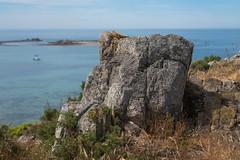 Rock (~ Jessy S ~) Tags: beach plage sea mer ocean nikon d750 nikkor sky ciel blue bleu water scape paysage rochers rocks nikkor50mmf18 50mm 18