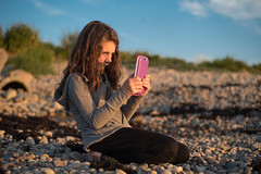 Photograph the sunset (~ Jessy S ~) Tags: beach plage sea mer ocean nikon d750 nikkor 50mm 18 girl kids kid children chilf famille family photography photo shot sunset light lumiere sky bleu blue ciel coucher